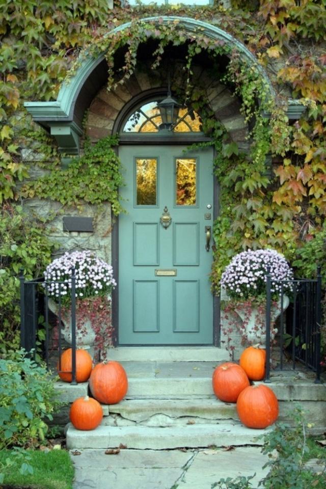 Front door with Halloween decorations